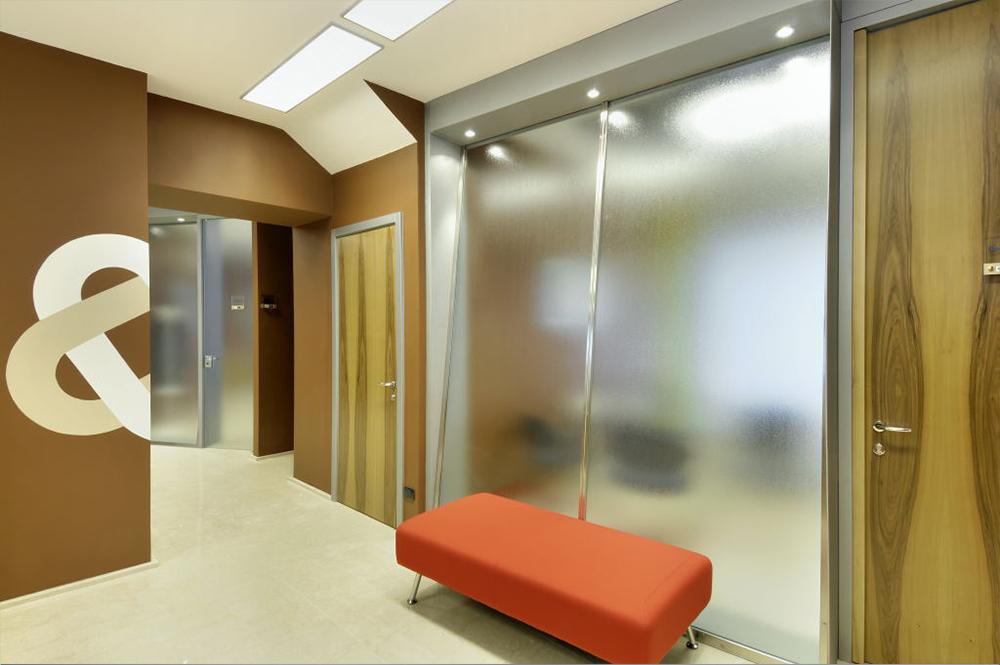 Arredamento mobili moderno per ufficio for Mobili design ufficio